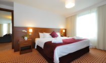 Suite-Bedroom-Maldron-Hotel-Sandy-Road