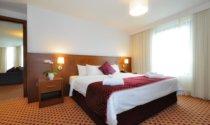 Suite-Bedroom-Maldron-Hotel-Sandy-Road